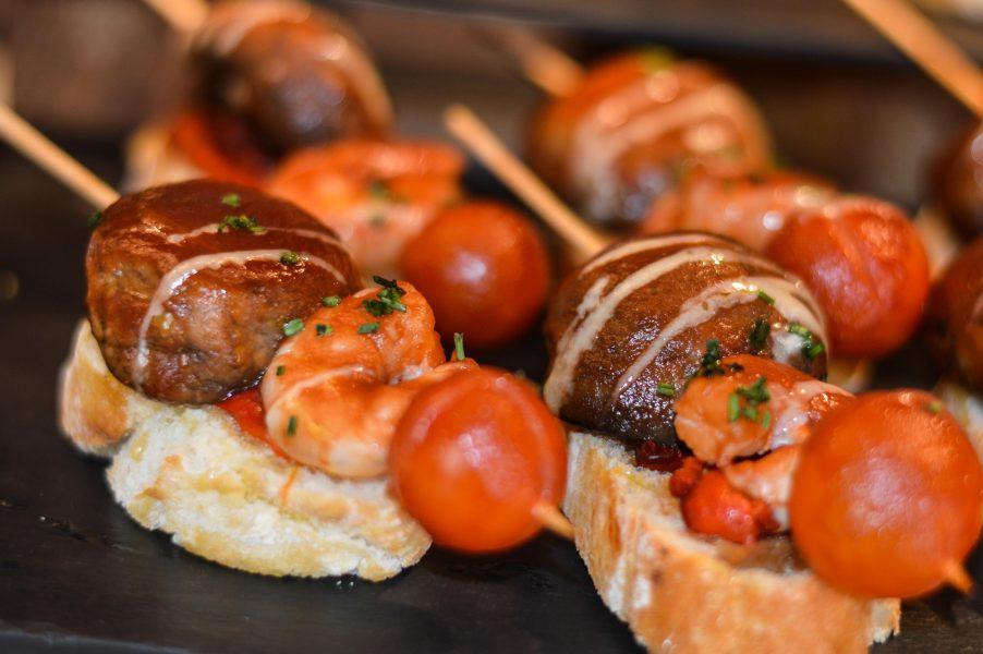 Pinchos with prawns and mushroom